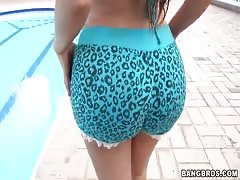 Amazingly sexy big-butt slut is posing at the pool!
